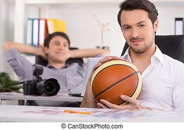 relaxante, bola, primeiro plano., fundo, cadeira, homem, basquetebol, fotógrafo