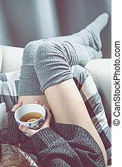 relaxante, conceito, com, chá quente, e, sofá