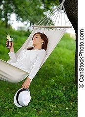 relaxante, em, rede, com, bebida