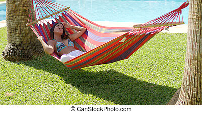 relaxante, mulher jovem, em, coloridos, rede