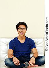 relaxante, sentando, sofá, asiático, lar, homem