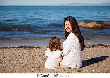 relaxen, aan het strand, samen