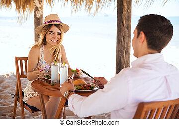 relaxen, en, ?at??? t?? µes?µe??a??? ?e?µat??, aan het strand