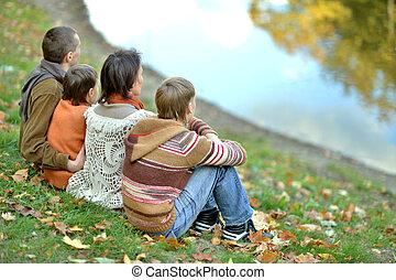 relaxen, gezin, het glimlachen