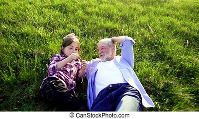 relaxen, natuur, lente, kleindochter, buiten, grootvader, grass., senior