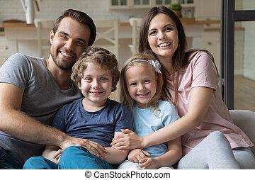 relaxing, семья, счастливый, kids, портрет, диван, headshot