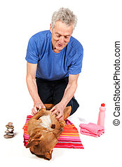 Brown dog is relaxing in de beauty saloon while having treatment