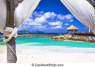 relaxing holidays in tropical paradise