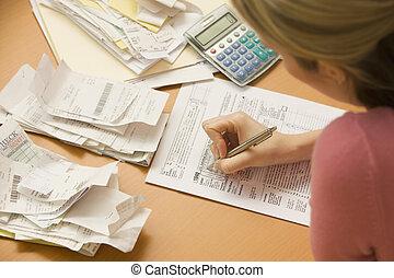 relleno, mujer, formulario de impuestos, afuera