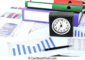 reloj, archivos, y, pluma, en, un, informe mercadotecnia