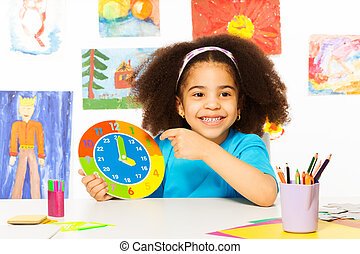 reloj, tiempo, tenencia, africano, niña, cartón