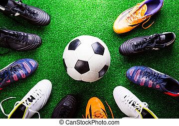 relvar, sho, chuteiras, contra, bola, estúdio, futebol, artificial, verde