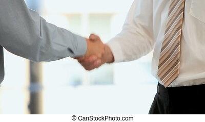 remegő, businessmen, kézbesít