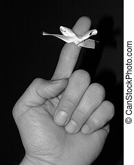 Remember - Finger with white ribbon