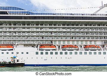 Port italie naples port naples italie ports bacs - Hotel venise port croisiere ...
