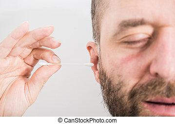 removendo, cera, usando, orelha, q-gorjeta, homem