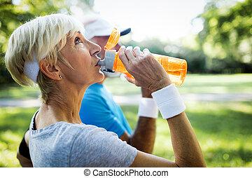 remplir de nouveau, couples mûrs, énergie, eau, boissons,...