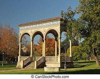 Renaissance loggia in Giardino dell Orticultura in Florence