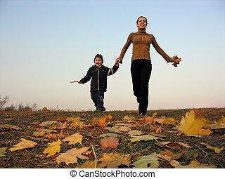 rennende , moeder, met, zoon