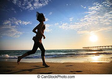 rennende , ondergaande zon , meisje, oceaan