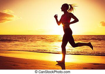 rennende , vrouw, ondergaande zon