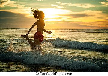 rennende , vrouw, strand, dageraad, tijd