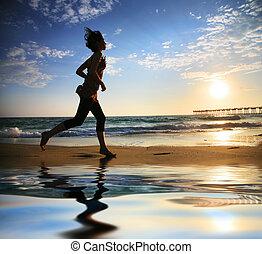 rennende , vrouw, zonsondergang wereldzee