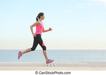 rennender , frau, sandstrand, seitenansicht