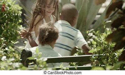 rennender , glücklich, spielende kinder