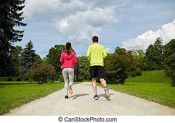 rennender , paar, lächeln, draußen