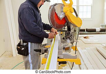 renovation., corona, contratista, corte, utilizar, moldura, sierra, circular