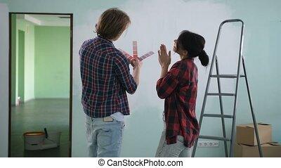Renovation diy couple choosing paint colors - Renovation diy...