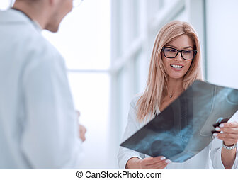 rentgenowski, kolega, dyskutując, terapeuta