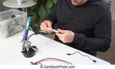 Repair wireless charging for your smartphone in the workshop