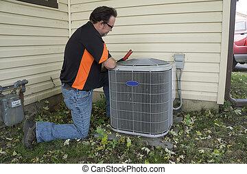 repairman, verificar, ar, condicionamento, unidade, para, voltagem