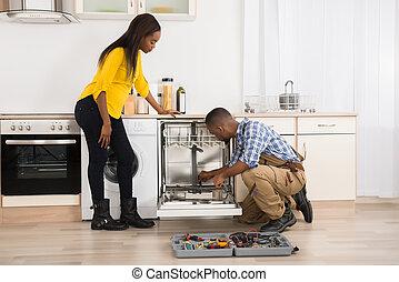 reparación, lavaplatos, en, cocina