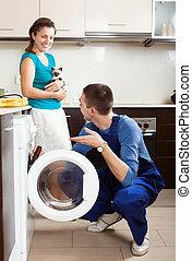 reparador, reparación, un, lavadora, para, mujer joven