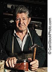 reparar, seu, antigas, feito à mão, oficina, sapato, homem, ...