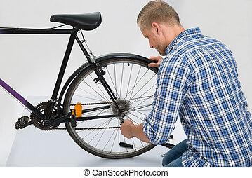 reparatur, fahrrad, junger mann