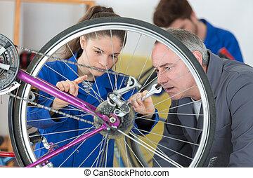 reparatur, fahrrad, lehrlinge