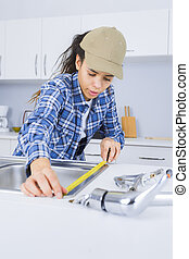 repareren, installatiebedrijf, zinken, vrouwlijk, keuken