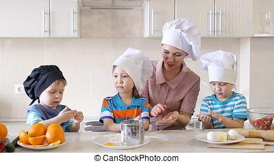 repas., cuisine famille, jeune, children., préparer, mère, amusement, avoir, cuisine