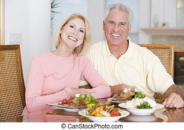 repas, sain, couple, personnes agées, ensemble, apprécier