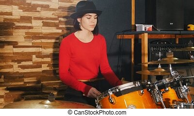 Girl sits down the drums and starts playing - Repetition....
