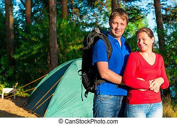 reposer, camping, gens, jeune, eau, heureux