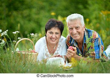 reposer, couple, herbe, heureux, aîné