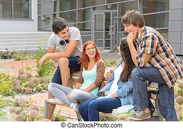 reposer dehors, rire, étudiant, amis, campus