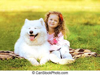 reposer, ensoleillé, chien, chaud, enfant, herbe, jour, heureux