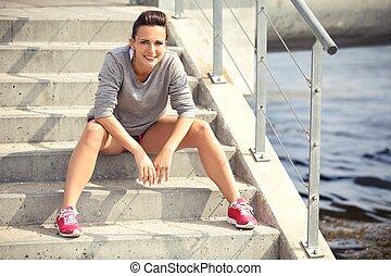 reposer, fatigué, coureur, femme repos, escalier