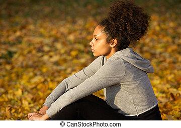 reposer, femme, africaine, jeune, sports, américain, dehors